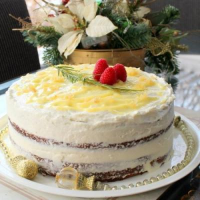 Gingerbread cake with lemon icing