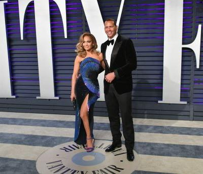 Jennifer Lopez & Alex Rodriguez Announced Their Engagement With Gorgeous Pics Of The Ring