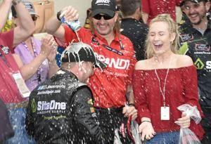 Allgaier holds off teammate Sadler to win Xfinity at Dover