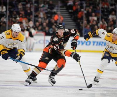 Ducks hold off late charge by Predators for 3-2 win