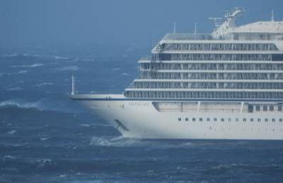 Cruise ship in distress for over 15 hours off Norway's coast, 900+ still waiting to be evacuated