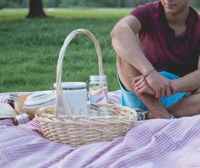 Picnic Date - How To Impress Your Date?