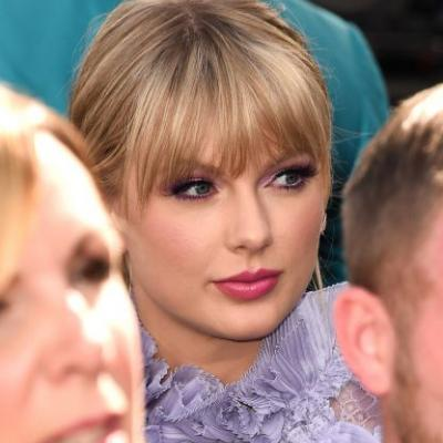 Taylor Swift's 2019 Billboard Music Awards Dress Is So Interesting, IDK Where To Look First
