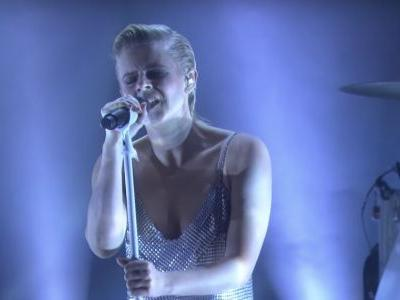 "Watch Robyn's Great ""Ever Again"" Performance On Ellen"
