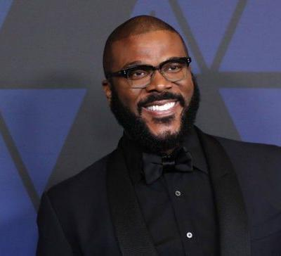 'Merry Christmas': Tyler Perry pays off more than $430,000 in layaways