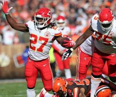Browns sign former Chiefs RB Kareem Hunt