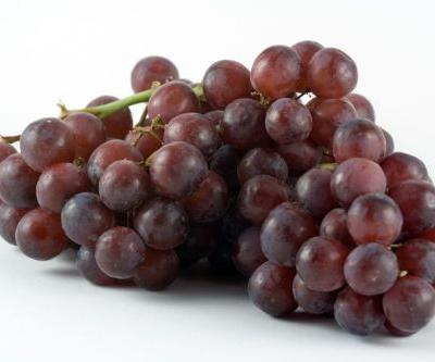 Woman finds deadly spider in grocery store grapes