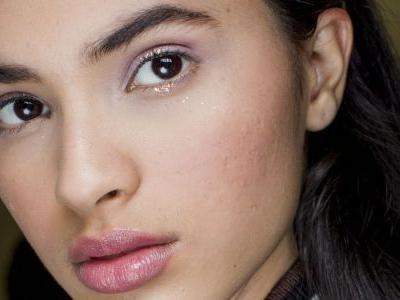 19 Glittery, Glimmery Eye-Makeup Looks to Steal From the Fall Runways