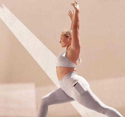 7 leggings and sports bras that have pockets for necessities like phones, keys, and cards