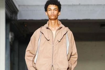 Lemaire Finesses the Upturned Collar for 2018 Spring/Summer Collection