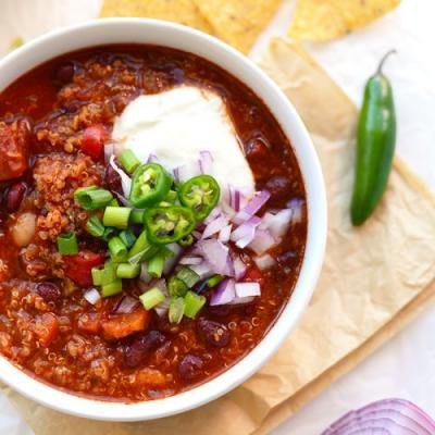 Roasted Red Pepper Vegan Chili with Quinoa
