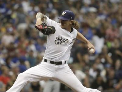 Brewers reliever Josh Hader receives ovation back on mound