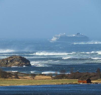 1,300 people are being airlifted from a cruise ship off the coast of Norway, which was left stranded by windy conditions and massive waves