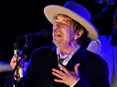 Bob Dylan will finally pick up his Nobel prize - but don't expect a lecture anytime soon