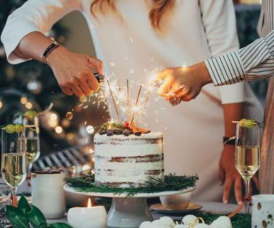 Prosecco Cake For New Year's Eve Exists To Make The Night Sparkle