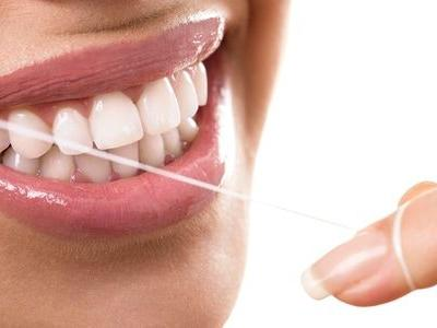 Water Flossing VS Traditional Flossing