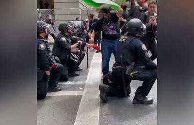 Applauds & cheers as Portland riot cops kneel in solidarity with anti-police-brutality protesters