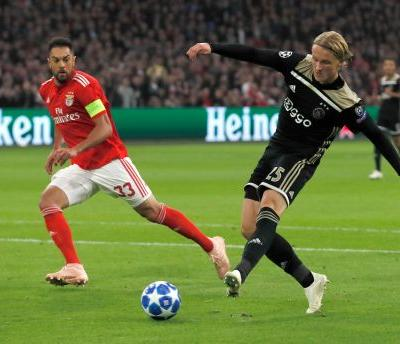 Mazraoui's late strike gives Ajax 1-0 win over Benfica