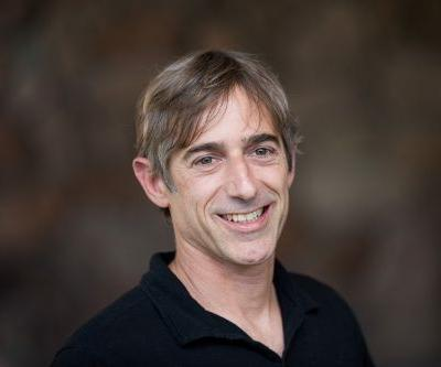 Zynga founder Mark Pincus looks like Mr. Nice Guy for giving up control of his super-voting shares - but he's also giving himself the ability to sell all his stock