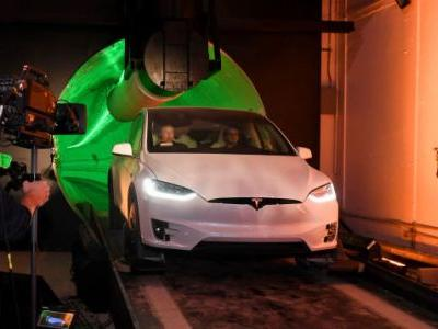 'It's a Car in a Very Small Tunnel': Actual Transportation Professionals Unimpressed With Musk's Boring Company