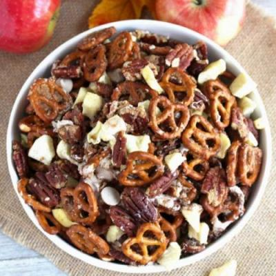 Caramel Apple Pie Party Mix