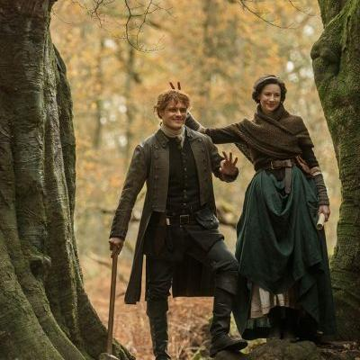 New Behind the Scenes Photos of Sam Heughan and Caitriona Balfe on the 'Outlander' Set