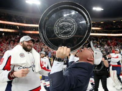 Islanders' head coach Barry Trotz honored by Capitals, fans in return to Washington
