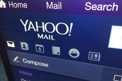 Yahoo pushes back timing of Verizon deal after breaches