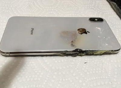 IPhone XS Max allegedly catches fire while in owner's pants