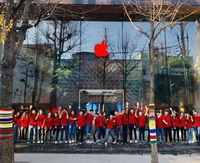 Apple Retail Stores Around the World Now Featuring Red Logos for World AIDS Day