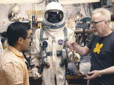 The Morning Watch: The Space Suits of 'First Man', Fact-Checking Private Eye Movies & More