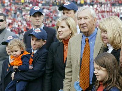 Late Auburn coach Pat Dye brought balance to Iron Bowl that still remains
