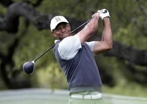 Woods advances at Match Play after McIlroy meltdown