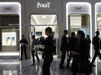US retail sales declined 0.2 percent in February