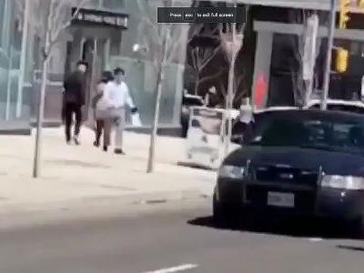 'This guy is a hero': Lone police officer praised for not firing gun during standoff with Toronto van attack suspect