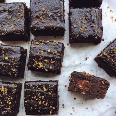 FUDGE CAKE BROWNIES