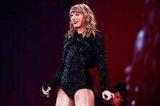 Taylor Swift Rips Off False Eyelashes During Concert Without Missing a Beat
