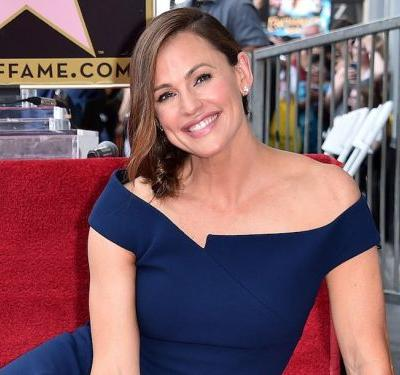 Jennifer Garner looked like royalty in the same dress Meghan Markle wore before her wedding
