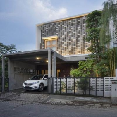 House as Tree of Life / Andyrahman Architect