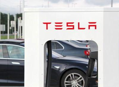 Elon Musk promises 100 percent Tesla Supercharger coverage for Europe in 2019