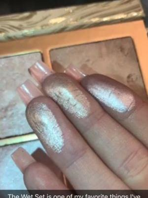 """See Why Kylie Jenner Just Called Her New Highlighter Her """"Favourite Thing Ever"""""""