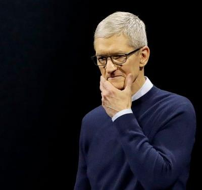 The CEOs of Google and Apple both fell out of favor with employees this year - here's why, according to a survey of tech workers