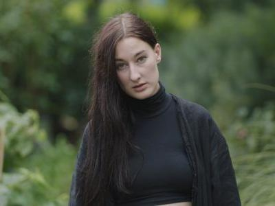 "Here's Zola Jesus Playing ""Soak"" In the Middle of a Busy Intersection"