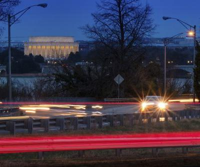 EPA to loosen gas mileage and pollution standards in cars