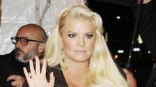 A Pregnant Jessica Simpson Cries 'Help!!!!' For Extremely Swollen Foot