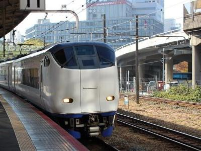 A Japanese rail company issued an official apology after a train left 25 seconds early