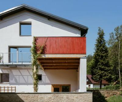 Architect's Living in a Watermill / DEBYT