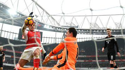 'Hand of Dog' - Twitter's hilarious reaction to Alexis Sanchez's controversial handball goal
