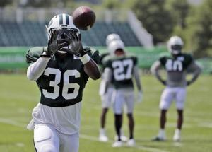 Jets' Middleton an inspiration as master's-toting playmaker