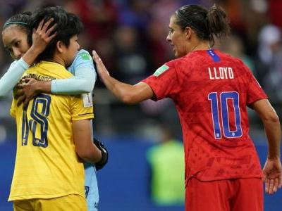 Thailand keeper thanks U.S.'s Carli Lloyd for supportive chat after 13-0 game